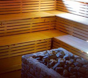 Saune finlandesi con stufa elettrica o con stufa a legna.