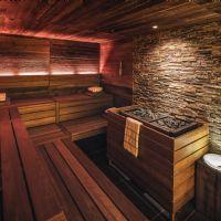 vista generale di sauna che vuole rispecchiare modelli pi� rustici e tradizionali